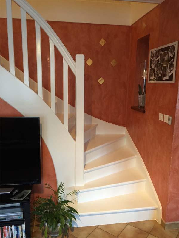 peindre les dun escalier en bois dacco fein peindre escalier bois sans poncer vernis brut. Black Bedroom Furniture Sets. Home Design Ideas
